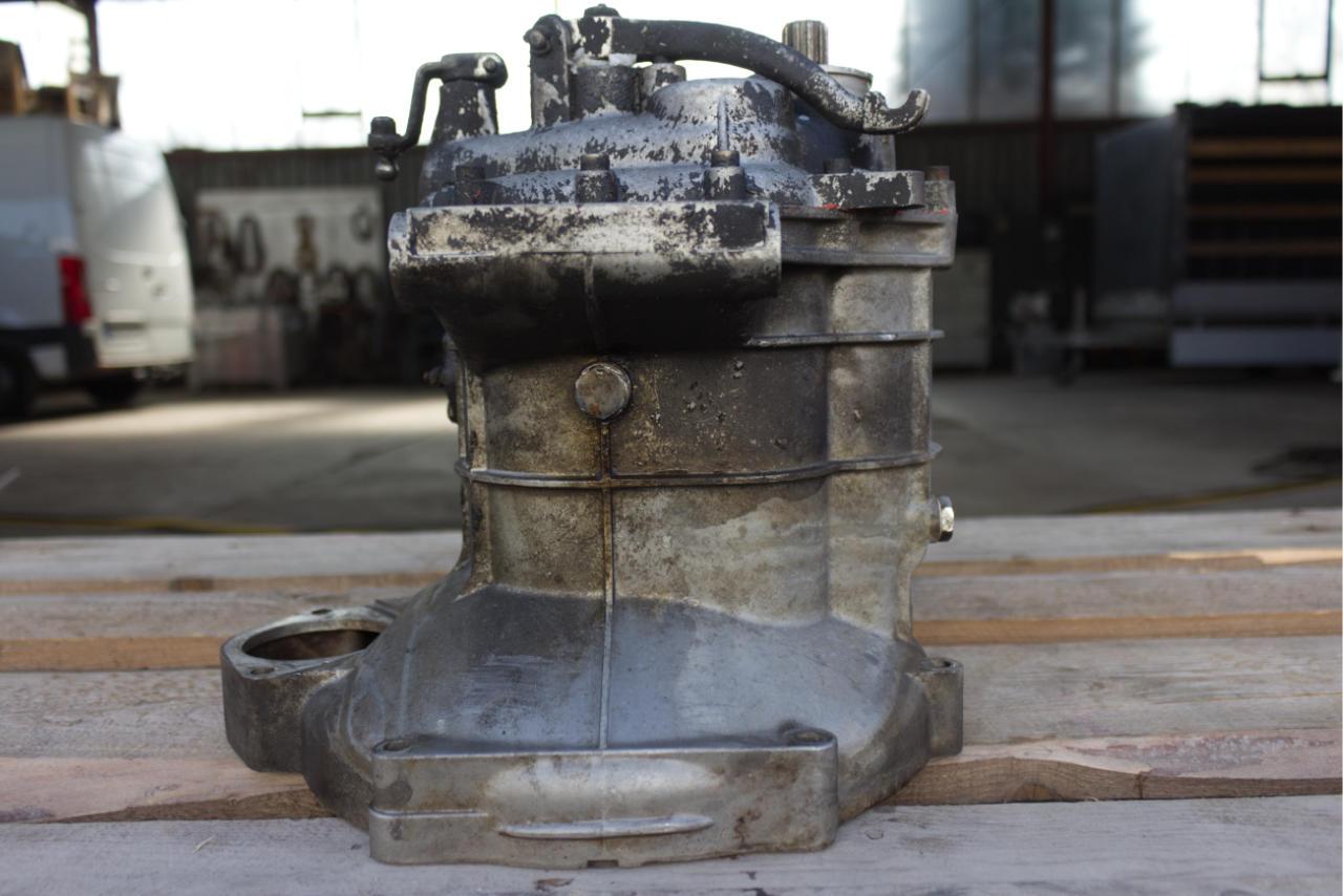 Trockeneisreinigung Motorteile - vorher