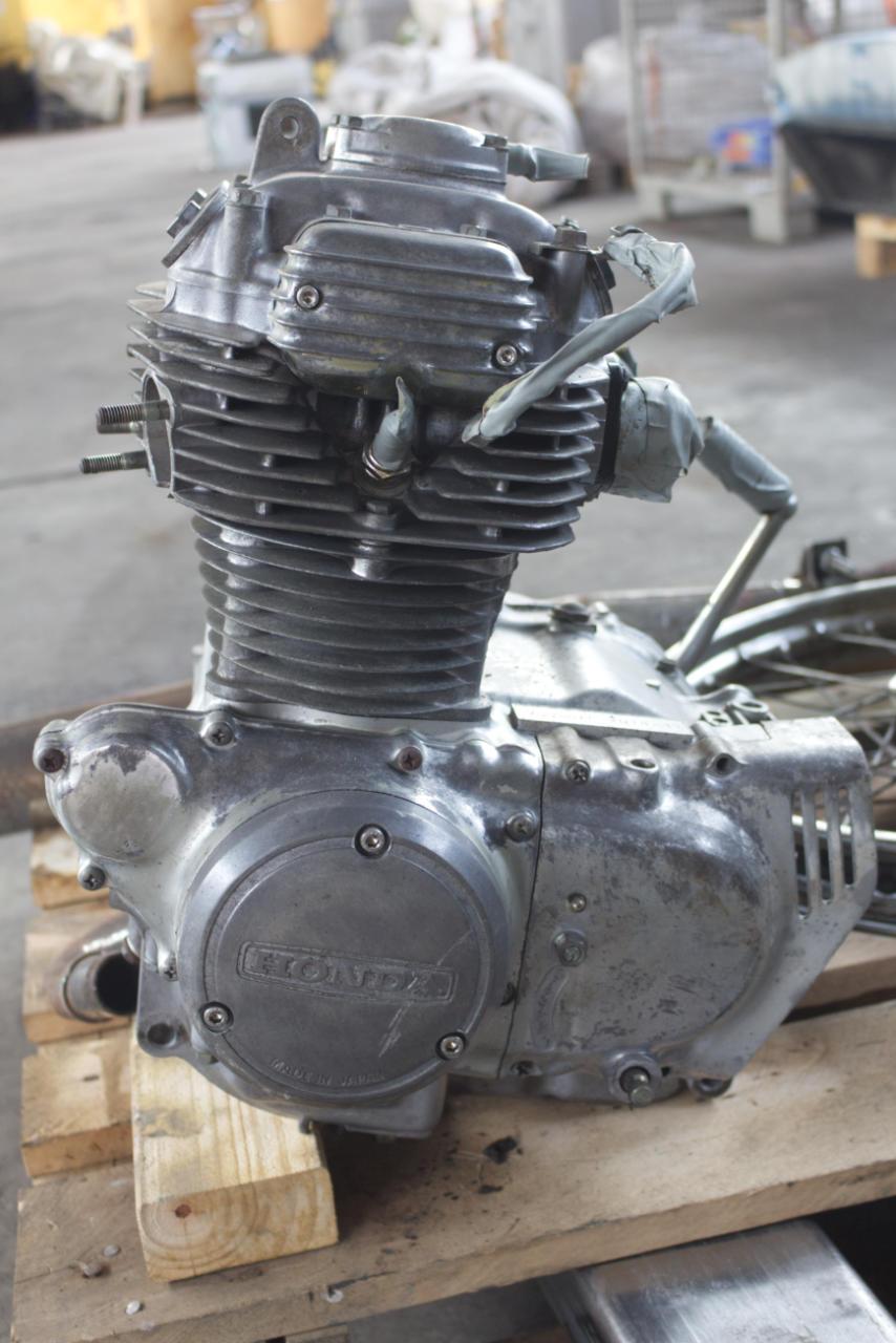 Sandstrahlen - Motorradmotor - vorher